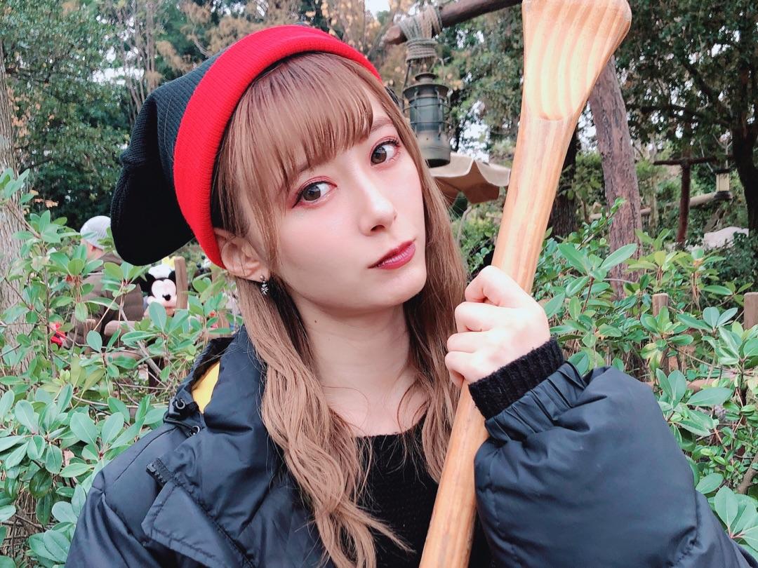【9期 Blog】 カヌー。生田衣梨奈: どうも♡えりぽんです( ̄▽ ̄) 先日ディズニーに行った時の!! ママがくるまでパパと弟と3人で遊んでて! ママが絶対やらなそうだからってカヌーやってました笑笑…  #morningmusume19