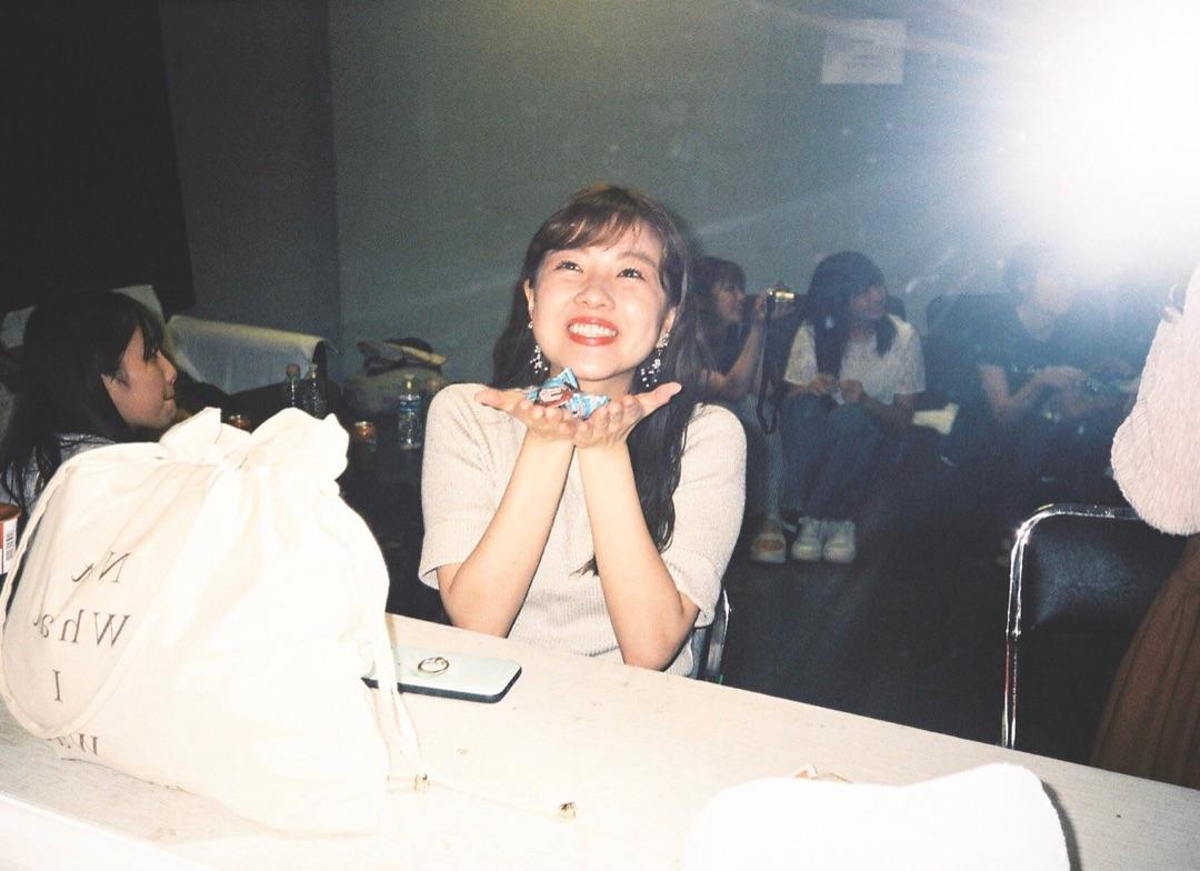 【メンバー Blog】 \ 卒業 / 上國料萌衣: こんにちは!中西さんの卒業から2日たちましたね〜。やっぱりさみしいです!…  #ANGERME #アンジュルム