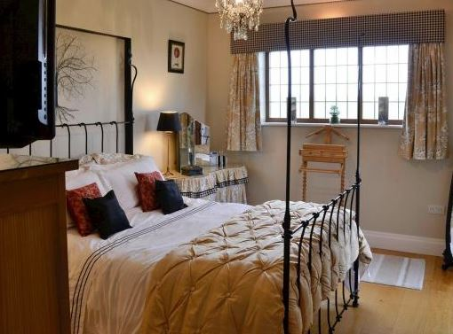 Book a romantic break with your loved one at The Old Telephone Exchange. Dates are available from 19th December 2019 until 28th February 2020. 🛏 Sleeps 1-2  #RomanticBreak #Couples #Availability #WinterBreak #BishopMonkton #Ripon #NorthYorkshire #UK