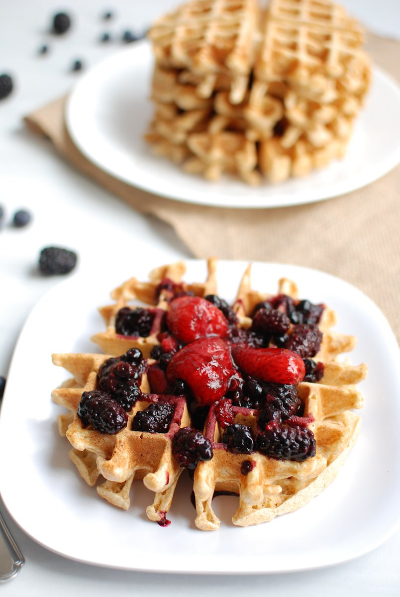 These waffles + a glass of milk = amazing post long run/ride breakfast! #sweatpink #fitfluential #runchat  https://www. snackinginsneakers.com/einkorn-waffle s/  … <br>http://pic.twitter.com/LIAz0ibvQP
