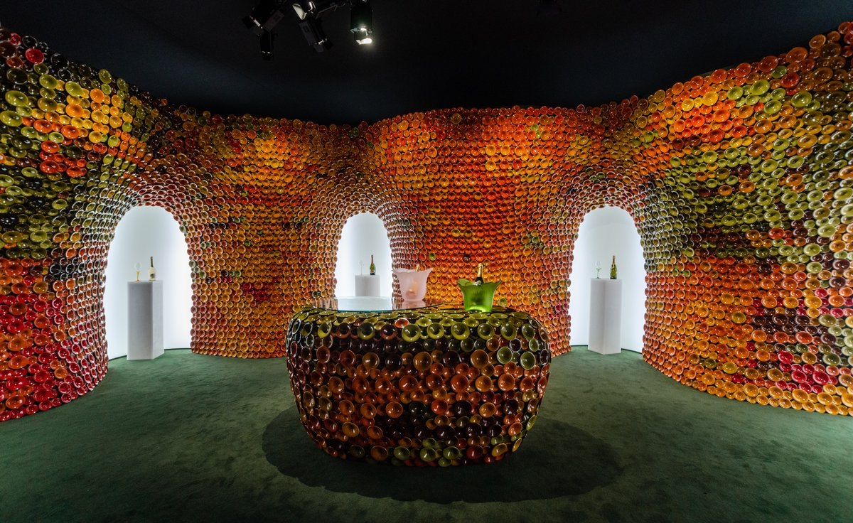@perrierjouet installation at '19 #designmiami by Andrea Mancuso was made from thousands of ceramic tiles inspired by the base of champagne bottles. The colors represent the changing tones of the grapes as they ripen <br>http://pic.twitter.com/mOEshaXZhx