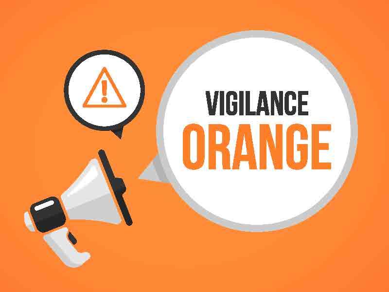 """>> #AlerteMétéo << 🌧🌬 Le département de la #Gironde est placé en #alerte """"Orange"""" pour #ventsviolents et #crues jusqu'au 13 décembre inclus. Soyez vigilants : limitez vos déplacements et ne vous engagez jamais sur une voix inondée ! 💦 #Lormont #vigilance #danger #précautions https://t.co/aElX88VpIB"""