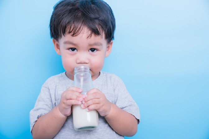 BY LOUISE BEVAN  A Canadian toddler who drank up to six bottles of cow's milk per day almost lost her life after exhibiting some worrying symptoms. Two-year-old  #AnastaciaGencarelli #Cow'sMilk #EpochTimes #LOUISEBEVAN #ToddlerHospitalized