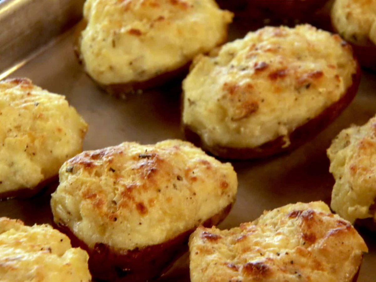 It's lunchtime  Cheesy Double Stuffed Potato  Serves 6  #holidays #menu #love #family  #patneelybbqking #foodpassion #foodies #foods #foodography #foodaholic #foodpic #chefsteps #foodlovers #cheflife #foodfantasy #Foodiechats #Food