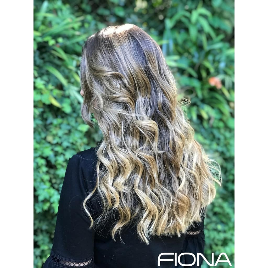 Life is better with BALAYAGE. Amamos este look. 😍❤Colour & cut by: @sofi.alarcon ---#salonfiona #salondebelleza #hairsalon #hairdressing #harcare #haircut #hairstyle #waves #balayage #balayagehair #blonde #natural #highlights #perfection #getthecolor #getthelook #color