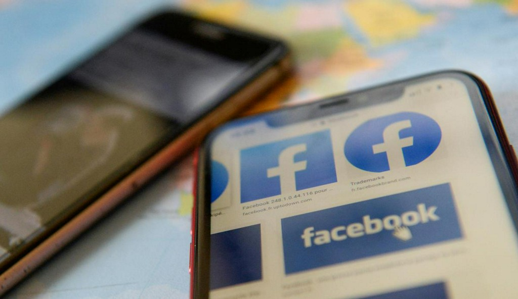 U.S. regulator weighs action against Facebook over how its apps interact: report reut.rs/2YH9rZ8