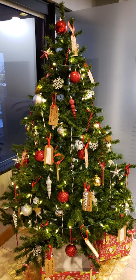 This Giving Tree in our lobby is filled with wishes for books needed by New Chapters: Libraries for At-Risk Youth and the Central Iowa kids they serve. We're so excited to fulfill those wishes! #givingback #booksmakegreatfriends<br>http://pic.twitter.com/XFWcUL4DXG