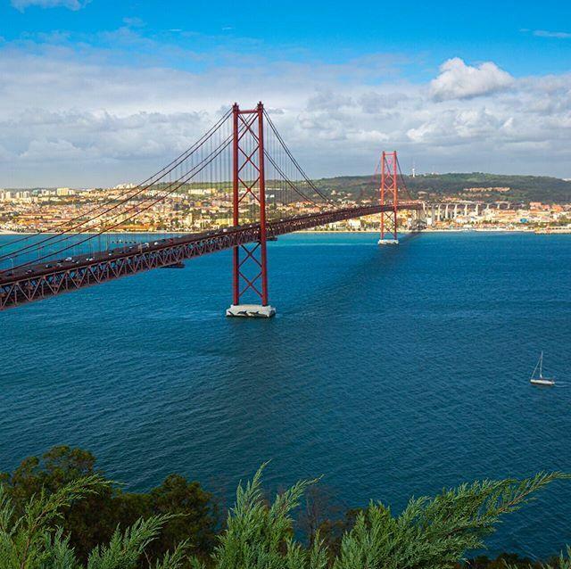 Ponte 25 de Abril in Lissabon. Jetzt Newsletter abonnieren und Frühbucher-Rabatt für meine Portugal-Fotoreise sichern. @novoflex @visitportugal #lissabon #fotoreise #fotoreisen #fotoworkshop #landschaftsfotografie #fotoworkshops #fotokurs #fotokurse #tej… http://bit.ly/2shJP9hpic.twitter.com/E7WVeZYpDm