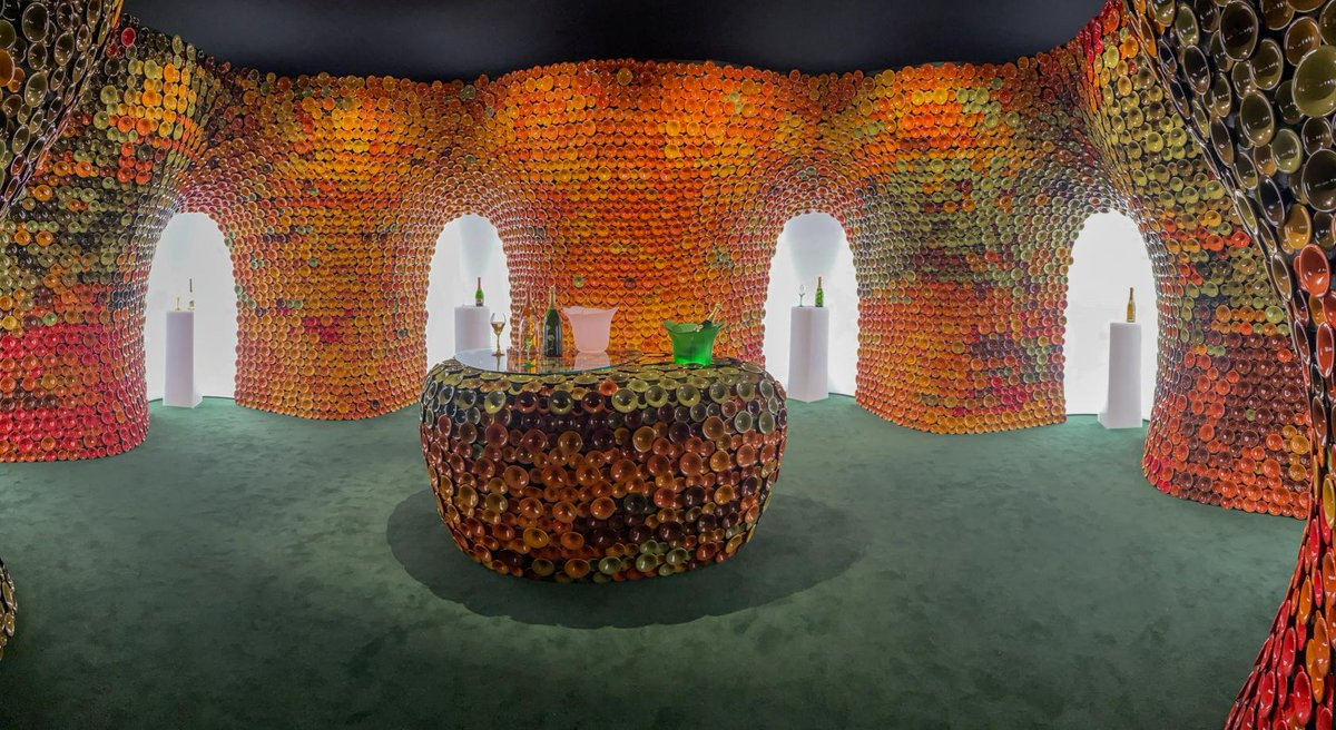 11,000 ceramics in four different shades and 15 different hues make up Metamorphosis, an installation by Andrea Mancuso for Maison Perrier-Jouët at Design Miami  @wallpaper @DesignMiami #immersive<br>http://pic.twitter.com/HYPGfl5A2O