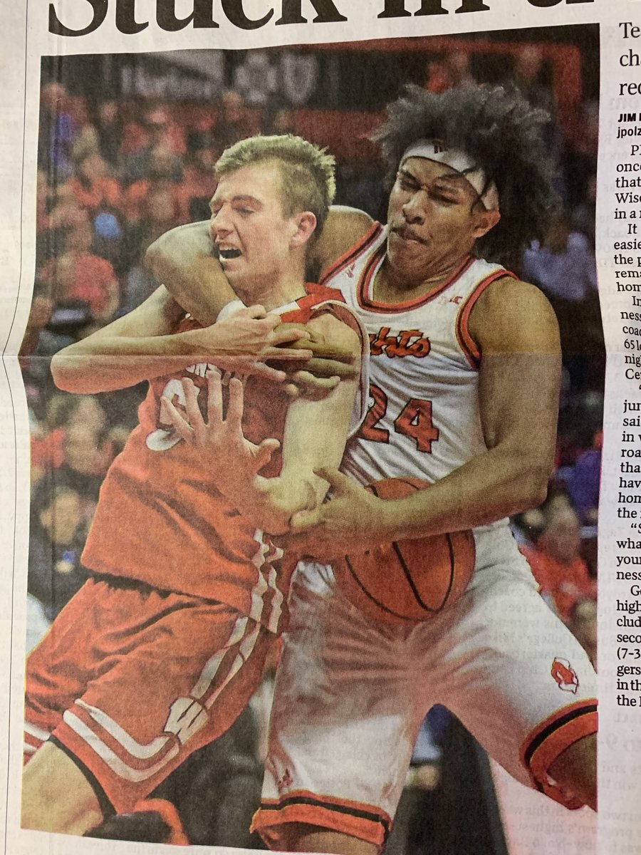 How was this not a foul on Rutgers? ⁦@tjwahl01⁩ https://t.co/upHhJChtj9