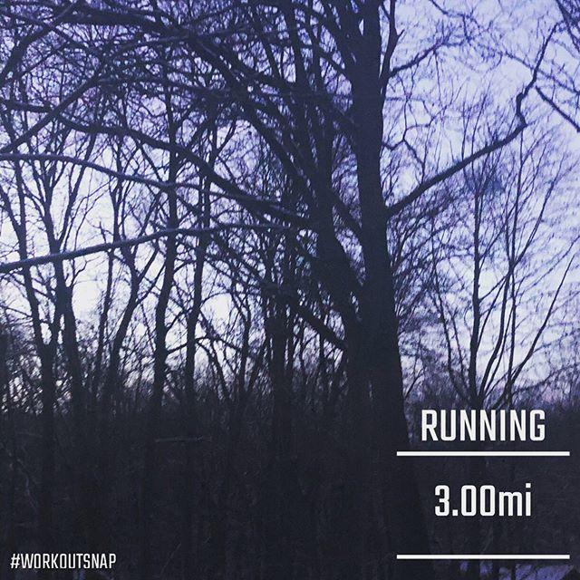 Not much daylight left, but just enough for a short run. ⠀⠀ #winterdaysaretooshort #instarunners #newenglandrunner #bibchat #fitbloggroup #fitafter50 #holidaysweat #sweatpink #last90days #keepshowingup  @fitapproach    https://www. instagram.com/p/B5_PRLJnB_2/     via  https:// tweet.photo    <br>http://pic.twitter.com/yyGZzlVyYz