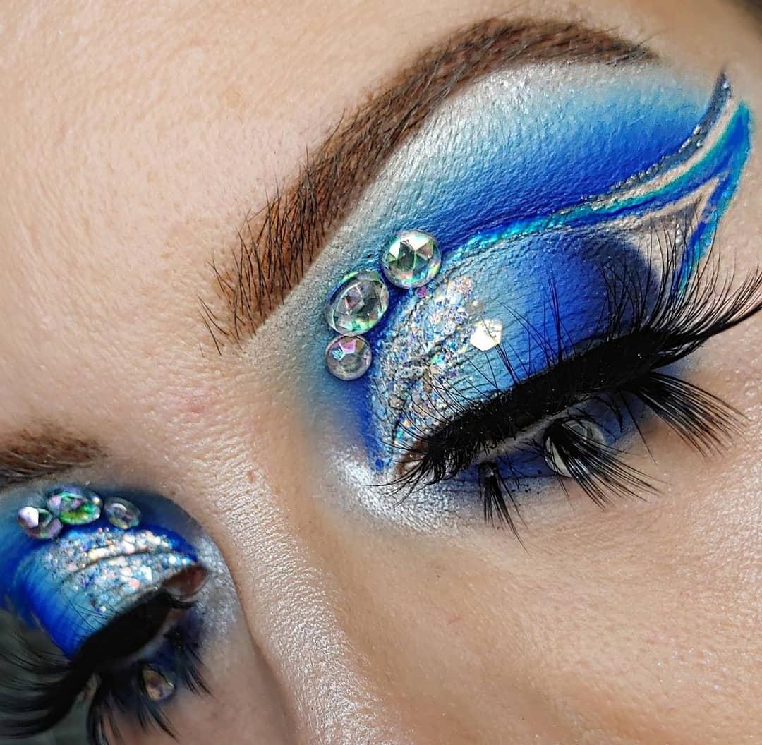 Pictorial is up on IG  inpired by @Bangtsikitsiki @ABHcosmetics @norvina1 Brow products @JELLIWINK Cinderella glitter @JeffreeStar Jawbreaker #glitter #jeffreestarxshanedawson #thelist #abhprlist #makeup #beautypic.twitter.com/0Q0HWoE3C3