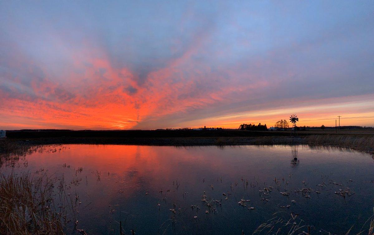 A sunset panoramic, Thursday, December 12, 2019, Defiance, OH. @NWSIWX  @Ryan_Wichman  @RobertWTOL  @RossElletWX  @JayBerschback  @JohnWTOL  @ChrisWTOL  @Heather_Pollauf
