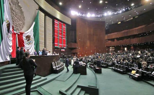 Morena no logró en la Cámara de Diputados la mayoría calificada (dos terceras partes de los votos) para reducir a la mitad del presupuesto público a partidos políticos.  #partidospolíticos #presupuesto http://bit.ly/2YKJBDr
