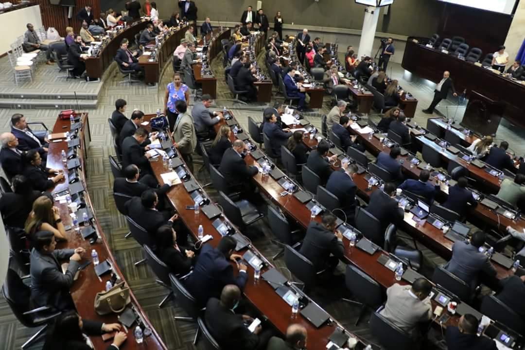 #Presupuesto El @Congreso_HND aprobó el Presupuesto General de Ingresos y egresos  de la República para el año fiscal 2020 el cual asciende a más de 282 mil millones de Lempiras.