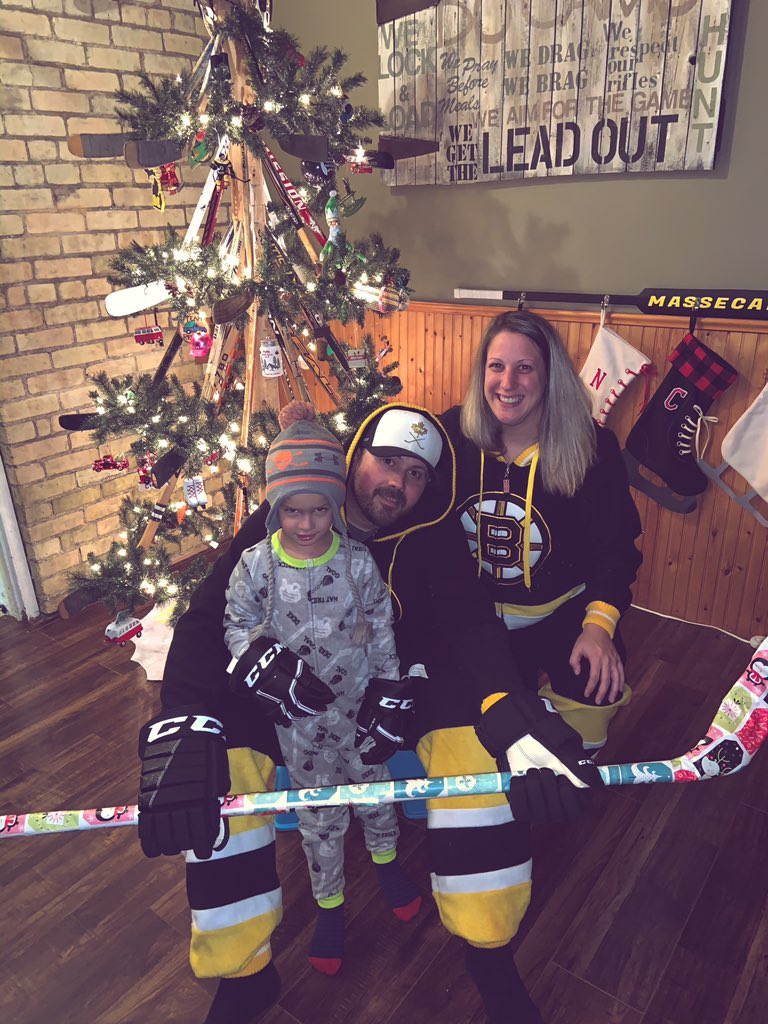How we do Christmas photos in the House of Hockey.  Thank you @LinzHardy for taking these for us. #ChristmasPictures #TheHockeyFamily #TheMassecarFamily #BostonBruins #HockeySockey #HouseOfHockey #LetsGoBruinspic.twitter.com/7ooCrusxy6
