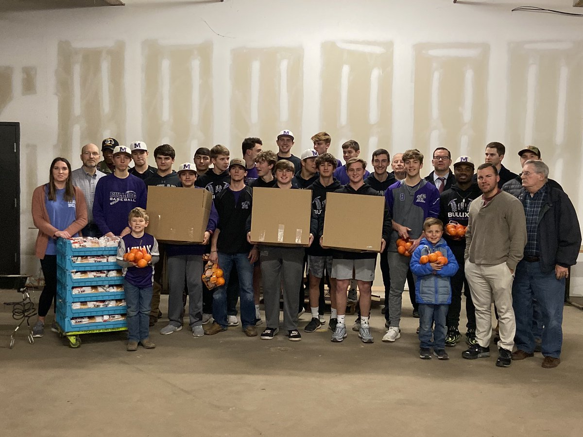 Bulldog Baseball giving back to the community by filling Lions Club baskets which will be gifted to families in the area.  #LEADERS #givingback <br>http://pic.twitter.com/0XahiHpzgA