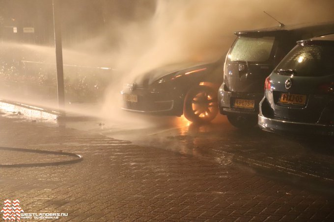 Stekkerauto uitgebrand in Wateringen https://t.co/C4vYeXMIvy https://t.co/mZxov18CWE