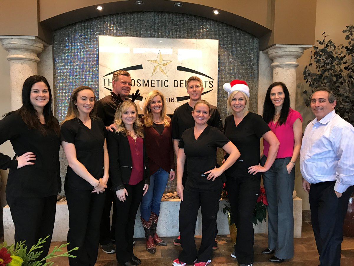 Guess what Susie got herself for Christmas? That's right, an Austin smile makeover! Now every holiday she'll be able to smile with confidence. http://www.thecosmeticdentistsofaustin.com #SmileMakeover #ReconstructiveDentistry #DentalImplants #Veneers #CosmeticDentist #CosmeticDentistry #ATXpic.twitter.com/50LvlfYD37