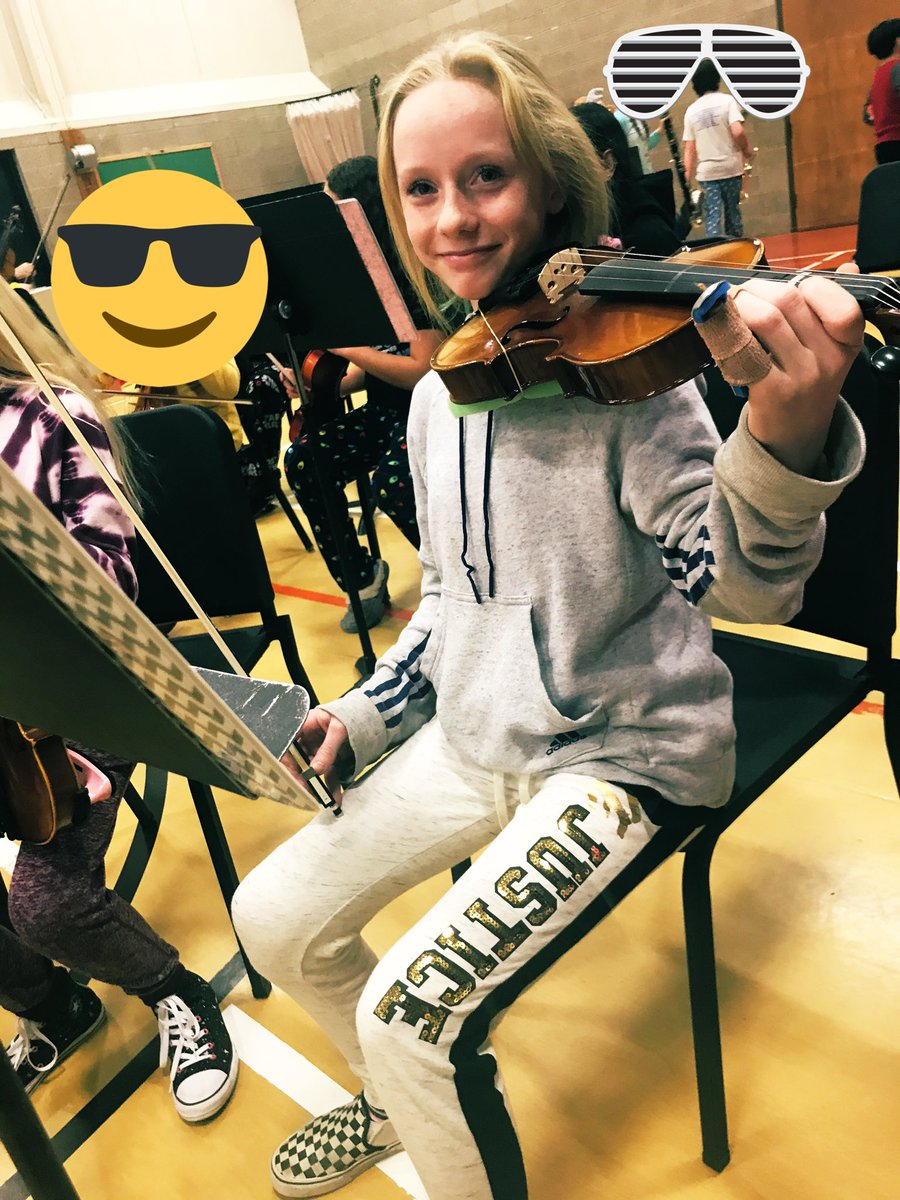 #ThursdayThoughts #TEACHers #teachertwitter Only my mini me would break her left pinky finger while catching a football in the hallway. Defiance of a teacher's kid 😁🤣She told me she was okay. Her dad took her to urgent care and it's broken. She kicked some violin butt tonight!