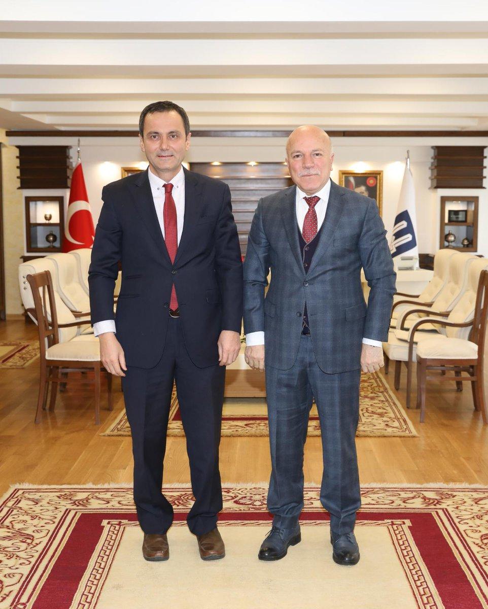 Türkiye Cumhuriyeti Filibe Başkonsolosu Hüseyin Ergani Bey'i belediyemizde misafir ettik. Komşumuz Bulgaristan ve ülkemiz arasındaki güzel birliktelik üzerine de sohbet ettiğimiz verimli bir görüşme oldu. Nazik ziyaretleri için teşekkür ederim.