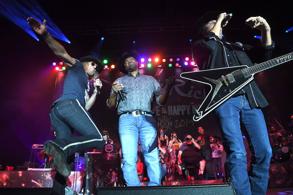 Ready to rawk the weekend away 🎶🎶🎶🎶 #bigandrich bigandrich.com for all things B&R #america
