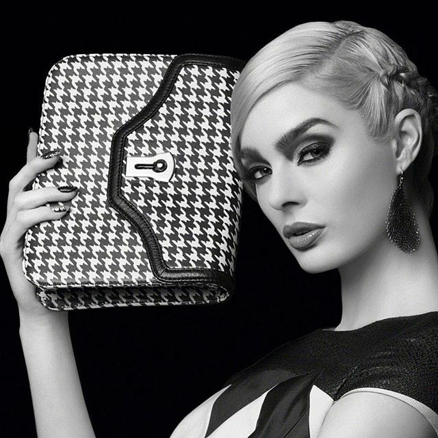 My signature eye contour looks even better in a black and white beauty editorial ... #fashion #beauty #lamua #igmua #fashioneditorial #beautyeditorial #eyeshadowlooks #bagsofinstagram #purse #fashionlooks #beautyfindersquad #findthebeauty #mathias4makeup http://bit.ly/2YKTIrSpic.twitter.com/875ROrwxg4