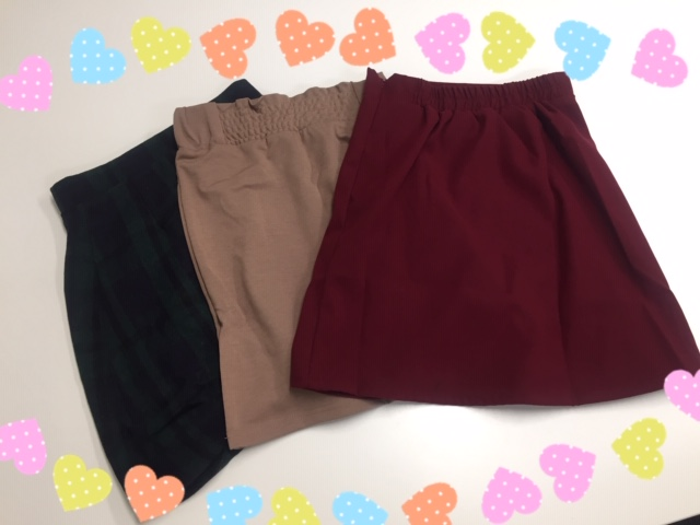 女性スタッフの鈴木です😄可愛いお衣装第2弾!新作のスカートも入荷しました💕今の季節にぴったりのカラーでコーディネートもしやすいです😍コーディネートに困ったらスタッフにいつでもご相談下さいね😆https://t.co/yOnYRYxrqw
