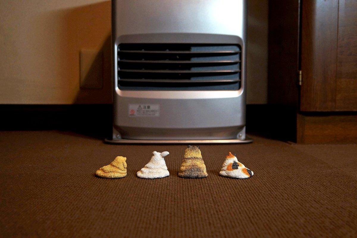 とても寒いのでストーブの前で温まるメルトアニマルズを作りました。