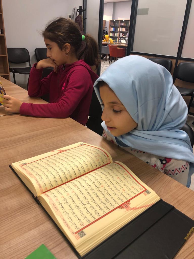 Ortaokul Koordinatörlüğümüz tarafından düzenlenen  #VakıfOkulu projemiz kapsamında;    Kuran-ı Kerim  Hadis-i Şerif  derslerimizi gerçekleştirdik.
