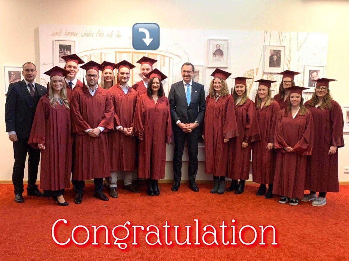 So proud!!! Herzlichen Glückwunsch allen Absolventinnen und Absolventen der @DAKGesundheit zum Studienabschluss, besonders unserem jungen Hamburger Kollegen Max Siedhoff . #Duali #UnsereZukunft #BadMergentheim  #DAKLandesvertretungHH. Habt eine tolle Feier !pic.twitter.com/Ltka9MWzqq