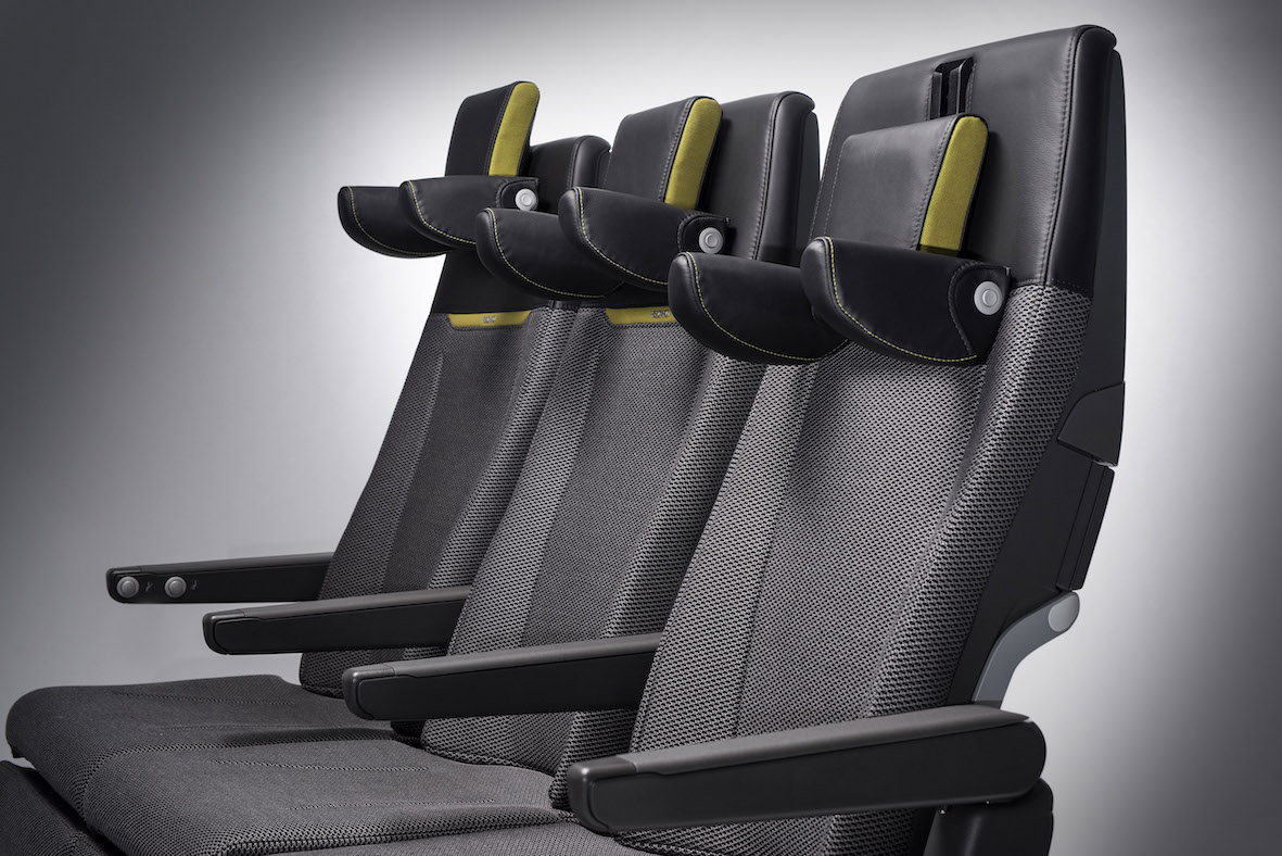 During holiday travel season keep an eye out for the #Recaro CL3710 on your next flight. We shared five tips for comfortable air travel to arrive refreshed and relaxed 👉 https://t.co/j8STDs2U95 #DrivingComfortInTheSky #HappyHolidays https://t.co/uoakC06mOo