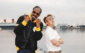"""hay trao cho anh"" - @sontungmtp777 ft. @SnoopDogg on the morning Shift on @chuo891FM  #Vpop #newtrend #newgeneration #fun #dancevibe pic.twitter.com/B7ncLqNp2h"
