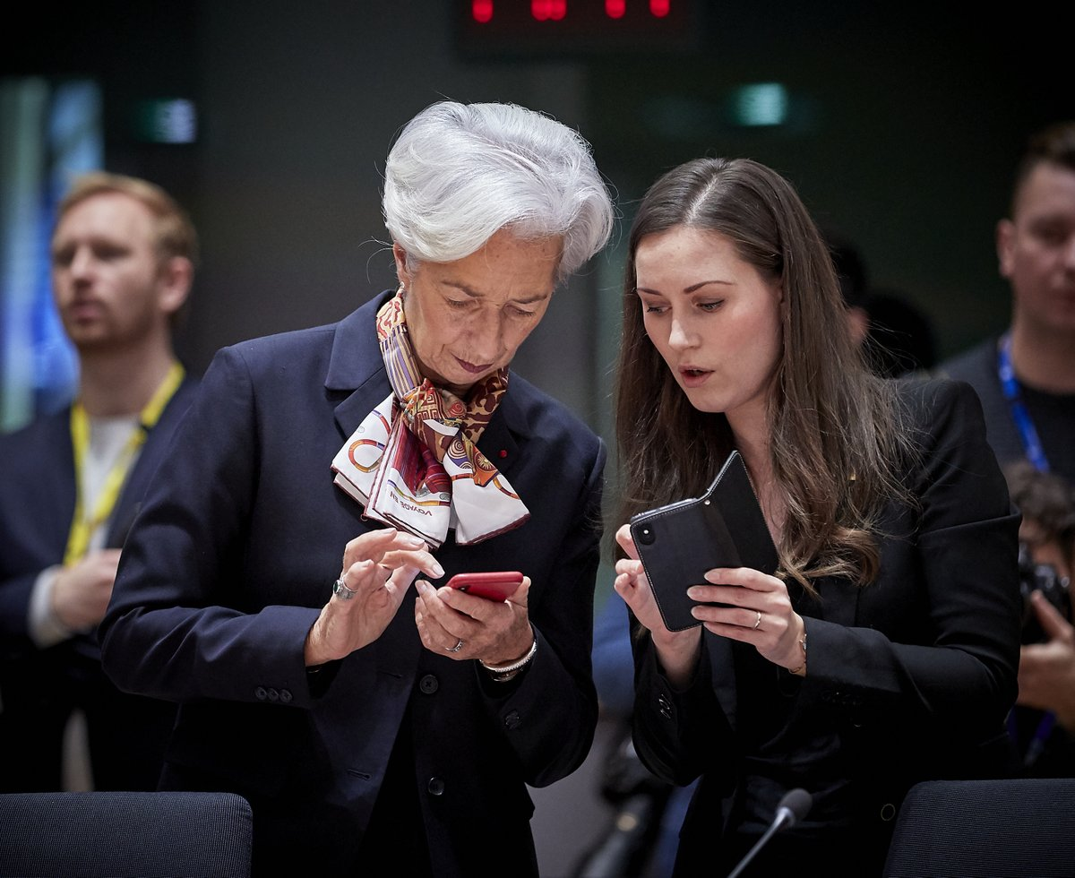 It is because of gems like this I like checking out the #EUCO pics on the @EUCouncilPress site. @Lagarde and @MarinSanna exchanging phone numbers