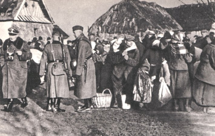 13 December 1942 | The 1st transport of Poles expelled from Zamość region arrived at #Auschwitz, 314 men & 318 women. During the ethnic cleansing of Zamość Region, the German Nazis expelled over 110k Poles from almost 300 villages, including 30k children.  https://en.wikipedia.org/wiki/Ethnic_cleansing_of_Zamojszczyzna_by_Nazi_Germany…