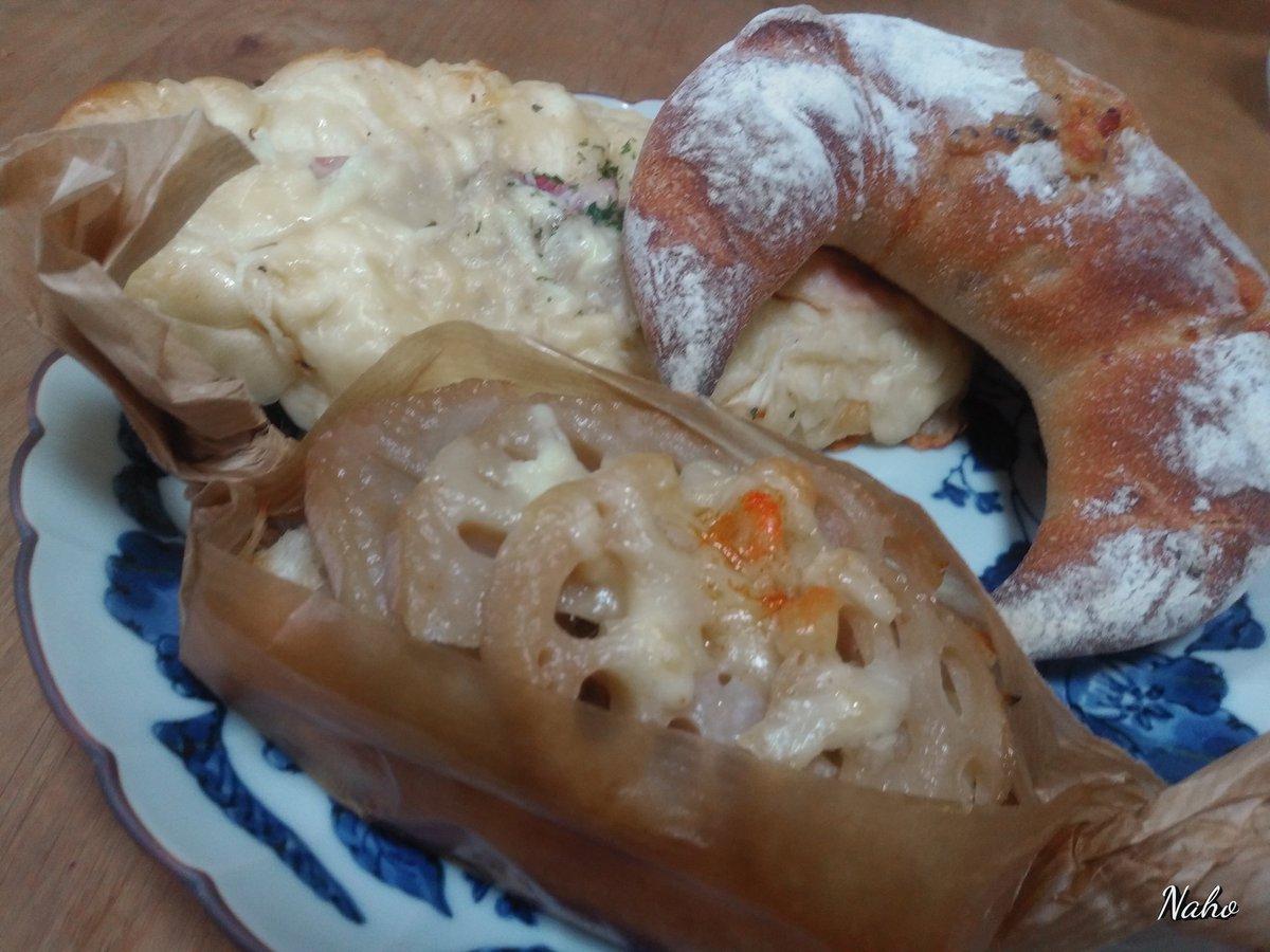 中学生の頃、担任の先生がお弁当として持ってきていたパンをつまみ食い。 高校生の頃は学校の帰りに寄って買ってた。 そんなパン屋さんがリニューアルオープンしてた❗ 素敵なお店だったな✨ APAさんの帰りに寄っちゃった😁  #ポンシェ #PONSHE https://t.co/zBS35jm1z3