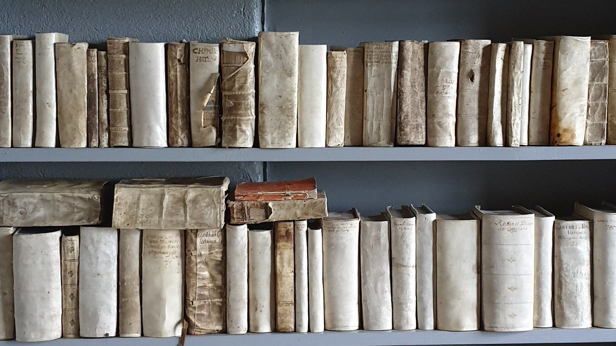 A four-year fully-funded PhD studentship in book and library history at Lund University will be announced on 1 February 2020. Keep an eye out! <br>http://pic.twitter.com/fdRYDhabVu