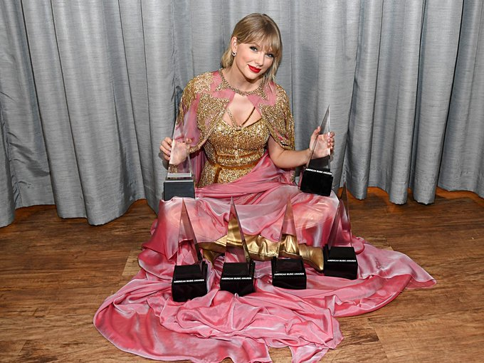 Happy birthday to my favourite singer Taylor Swift