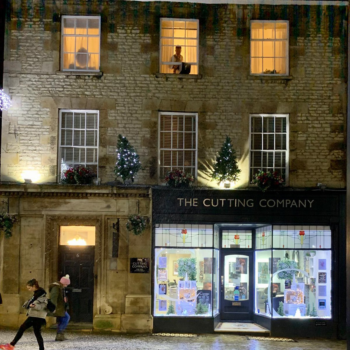 The only man in Stamford who can make it snow......  John on the top floor @thecuttingco #shopstamford #snow #stamforduk #stamford #lovewhereyoulive #highstreet #independentbusiness #joinforces #communitylove #lovemyhighstreetpic.twitter.com/ayxXLOGR11