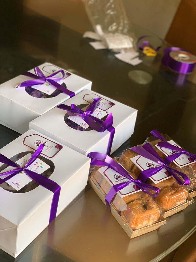 Donuts, cupcakes, cake loaves. You can add this to your Christmas hampers and celebrate Christmas in style. A box of 5 filled donuts is 2000, box of 6 cupcakes is 3000, cake loaf is 3000  Send us a message  <br>http://pic.twitter.com/glUHo1AqRq