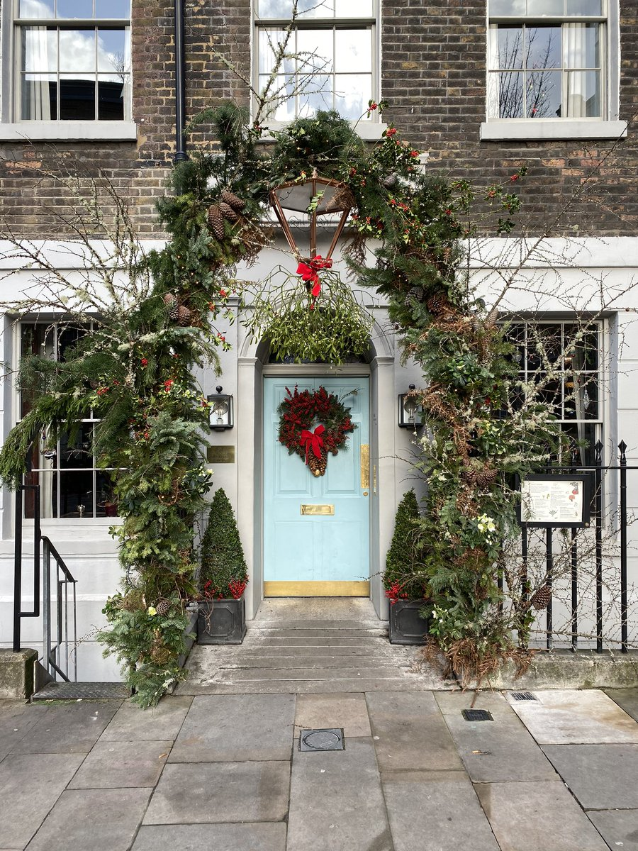 The beauty of historic building & Christmas decor can be found the @ZetterTownhouse it's just beautiful #Christmas2019 https://t.co/BCdwOf73Q1