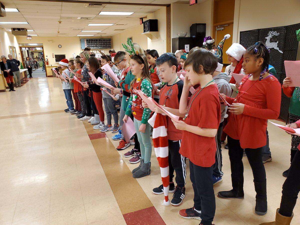 Center 4th grade spreading holiday cheer for all the seniors to hear at the Plum Community Center!  Thank you @KMWilsonPlum ! @MrsSummers4th  @JKPlum1  @plumboroughsd