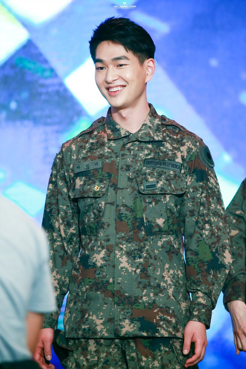 HBD to the most caring, selfless, hardworking & loving person. Lee Jinki, thank u for bringing happiness & joy into my life. Thank u for your endless warmth~ Thank u for your nonstop encouraging words. Thank u for being you~ Stay happy & healthy.. You're so loved  #HappyOnewDay<br>http://pic.twitter.com/1rJjyLqwhN