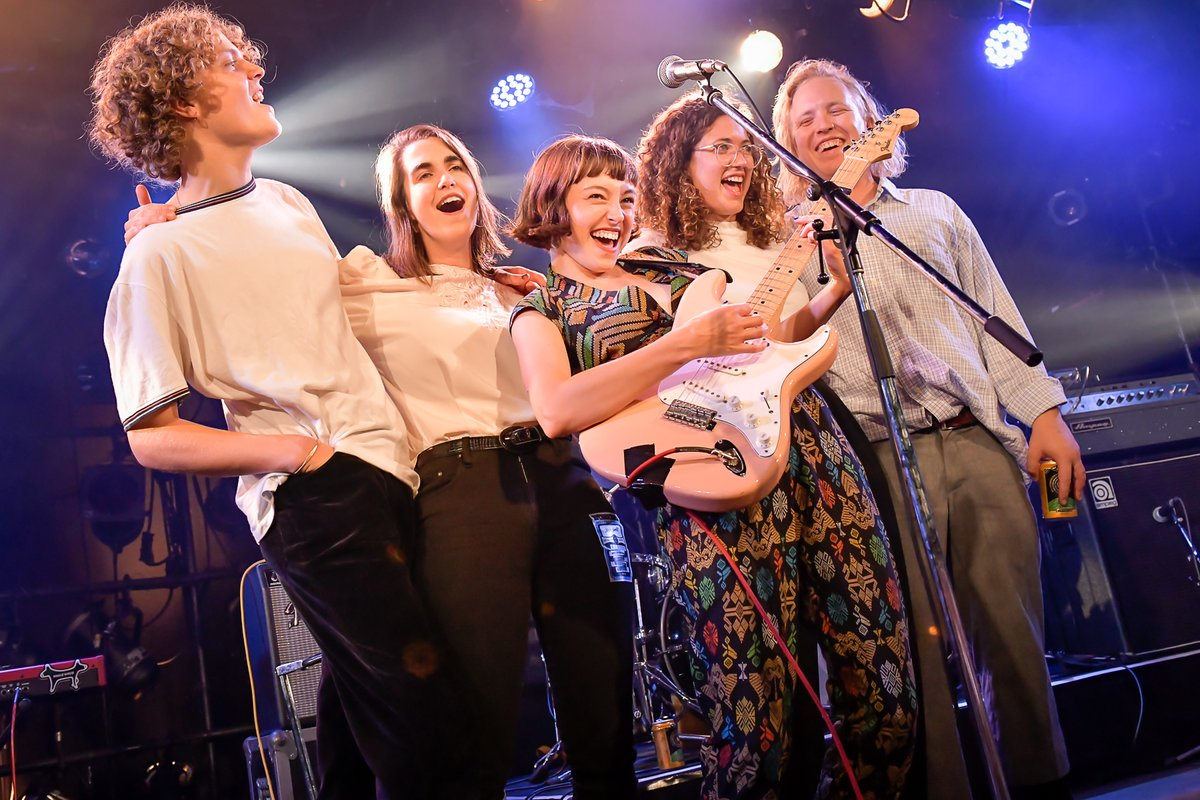 Incredibly wholesome snap from Stella Donnelly's run of sold-out gigs in Japan this past week. 💕☀️ Photo by @k_kokei