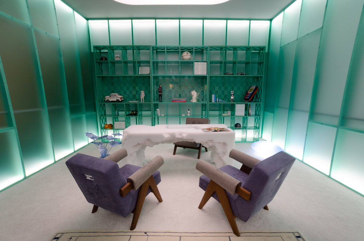 Friedman Benda gallery presented 'Objects for Living' by Daniel Arsham, Snarkitecture founding partner. His first full furniture collection from the hybrid artist/designer #designmiami <br>http://pic.twitter.com/xv4DKxTZJ7