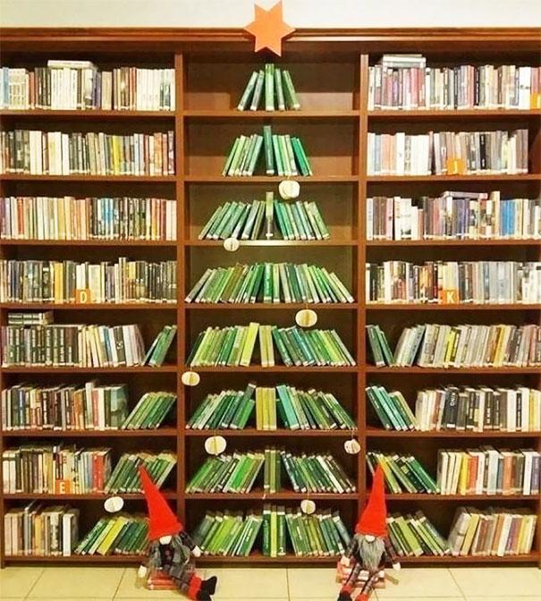 Christmas Tree At A Public Library. Photo Botatitsbest
