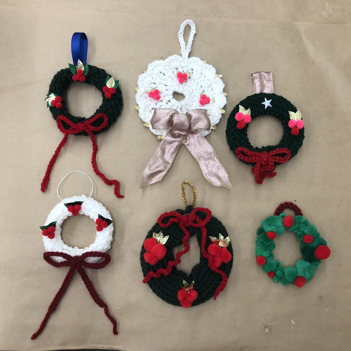 Wreath making last night in our class @MichaelsStores #makeitwithmichaels #loom #crochet #bows #handmade #communityclasspic.twitter.com/cJ2nzyYo5T – at Michaels