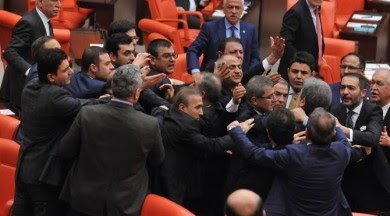 #tbbm de kavga :)Bu vekillerin dokunulmazlığını sadece kendi aralarında geçerli değil demekki...Gulmemin sebebi😂