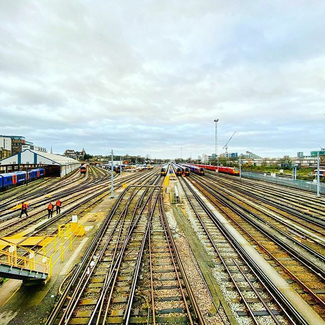 So many platforms faces going to so many places!! #claphamjunction http://bit.ly/2RN7qcw