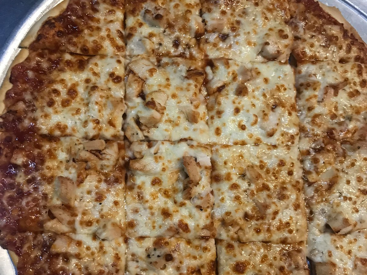 It's #FreePizzaFriday! Hit that RT button for your chance to win a free large one topping from Mister B's! Must follow to win.<br>http://pic.twitter.com/mESEMghzpm